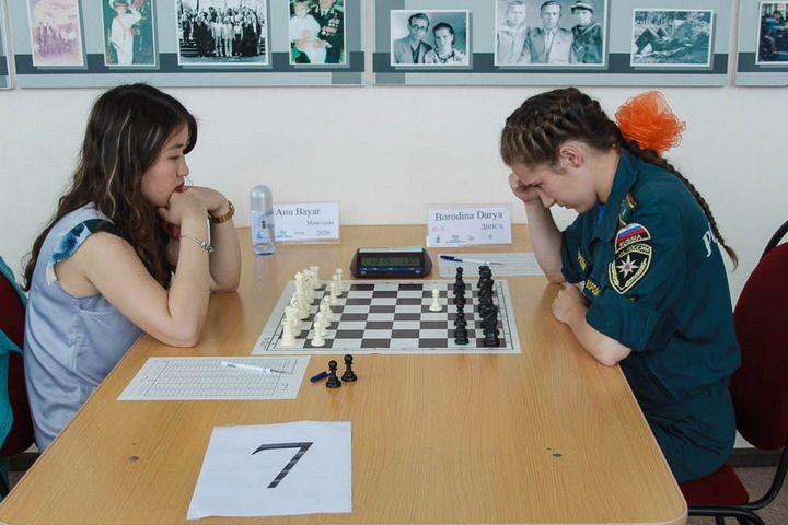 На острове Русском проходитмеждународный шахматный турнир