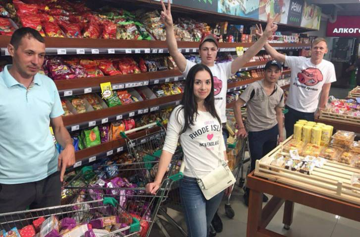 «Хрюши против» выявили «просрочку» в супермаркетах Владивостока