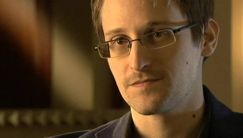 Эдвард Сноуден разрабатывает чехол для сотового с защитой от спецслужб