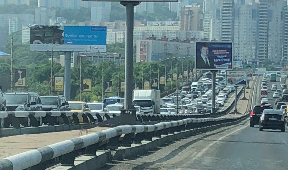 Многокилометровая пробка сковала Владивосток