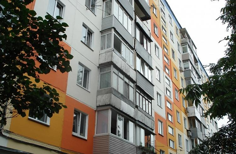 Во Владивостоке завершается ремонт фасада многоквартирного дома