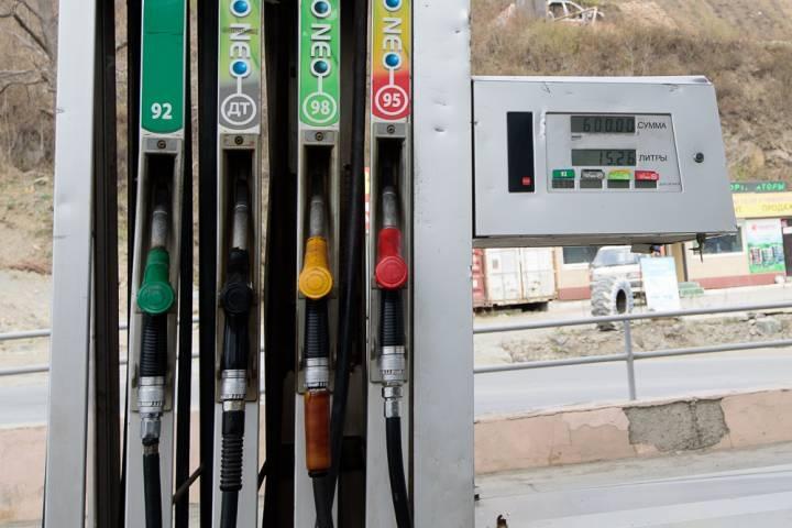 Стало известно, когда в России вырастут цены на бензин