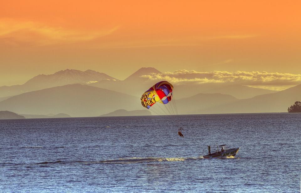 Двое отдыхающих погибли на популярном пляже в Приморье