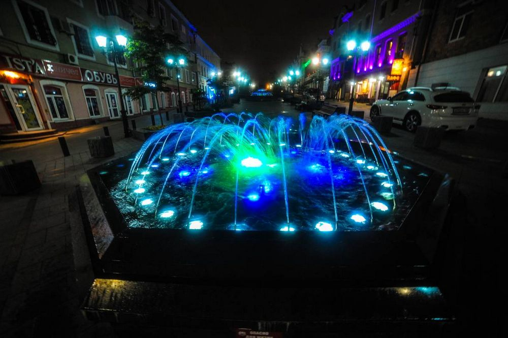 «Цветные» фонтаны Владивостока радуют туристов и горожан