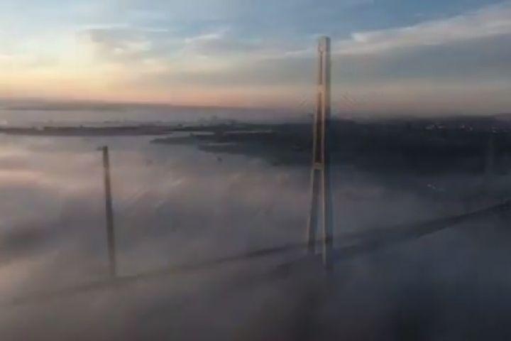 Дрон снял невероятно красивое видео туманного Владивостока