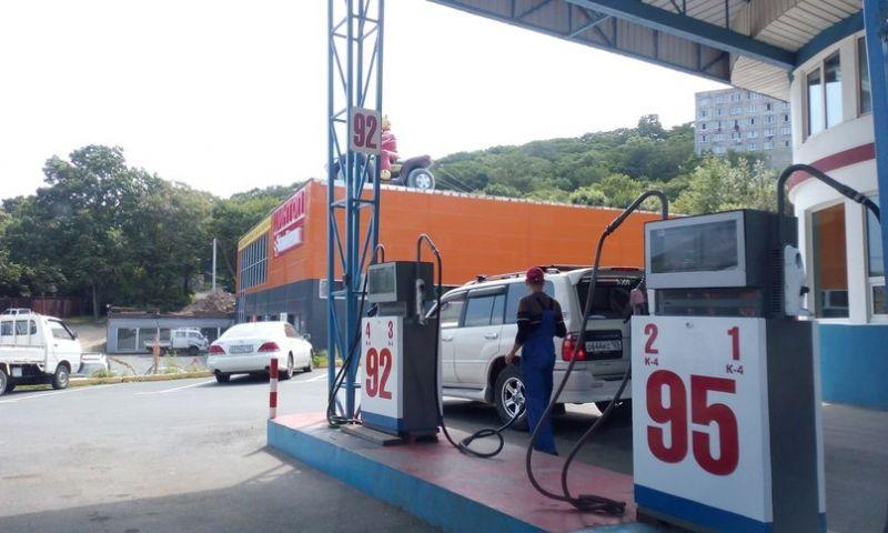 Владивостокские АЗС: разбавленный бензин, «брызжущие» пистолеты и хамское отношение