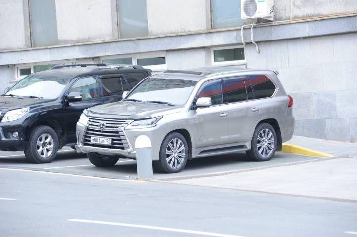 Иностранцы скупают в России машины премиум-класса