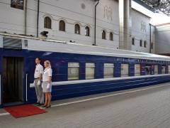 Роскошный luxury поезд отправился из Москвы во Владивосток