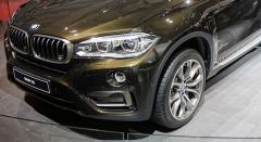 Во Владивостоке преступник похитил из BMW X6 бизнес-леди крупную сумму