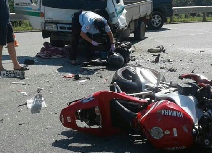 Во Владивостоке насмерть разбился мотоциклист