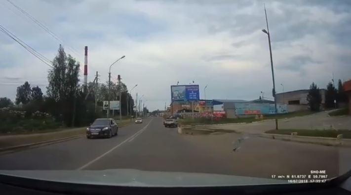 Маленькая девочка выпала из авто на полном ходу во Владивостоке