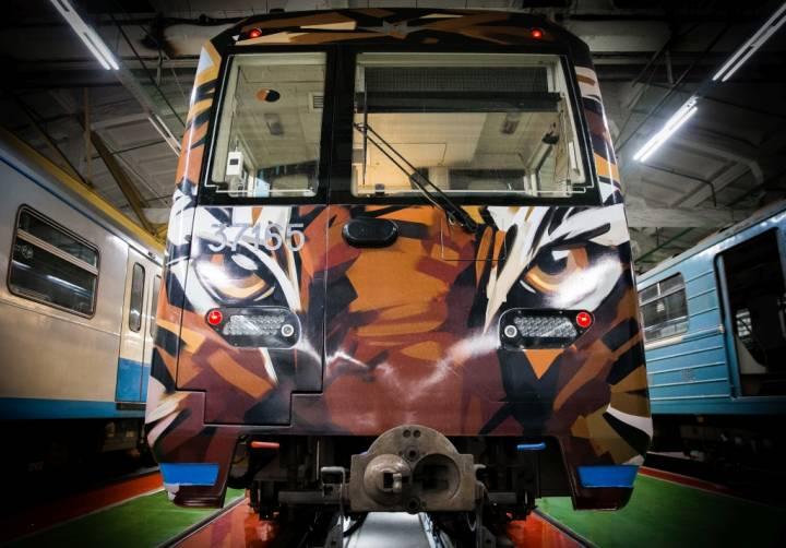 Вагоны московского метро украсили изображения тигров и леопардов из Приморья
