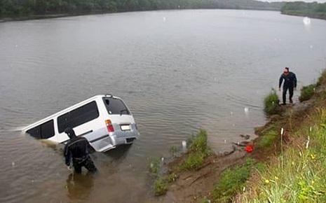 В Приморье утонул микроавтобус с четырьмя людьми