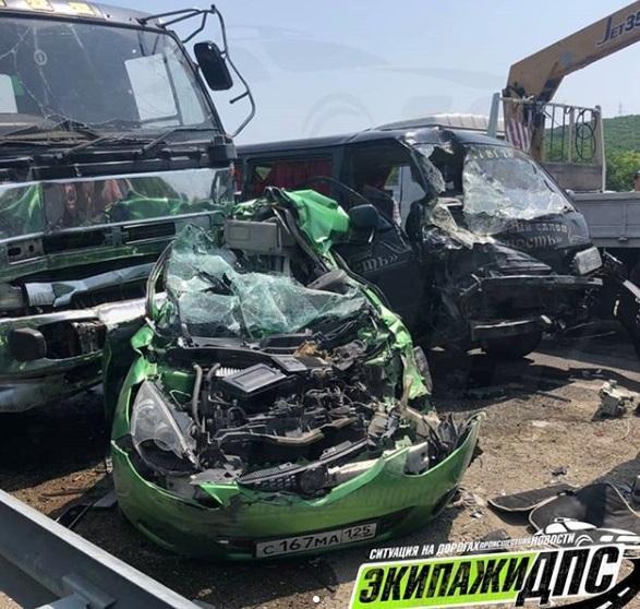 Цементовоз протаранил несколько автомобилей на трассе в Приморье