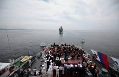 Симфонический оркестр Мариинского театра выступил на крейсере «Варяг» во Владивостоке