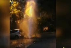 Во Владивостоке во дворе жилого дома забил фонтан