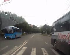 Во Владивостоке оштрафуют водителя автобуса, проехавшего на красный свет