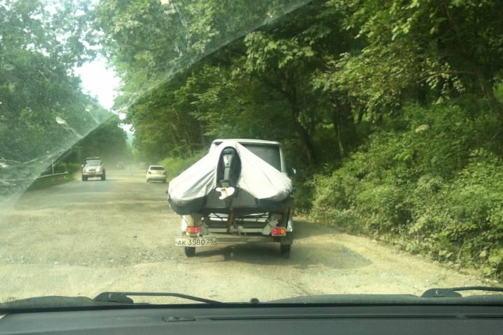 Трасса за Нарвинским перевалом в Приморье уже полгода остается разбитой