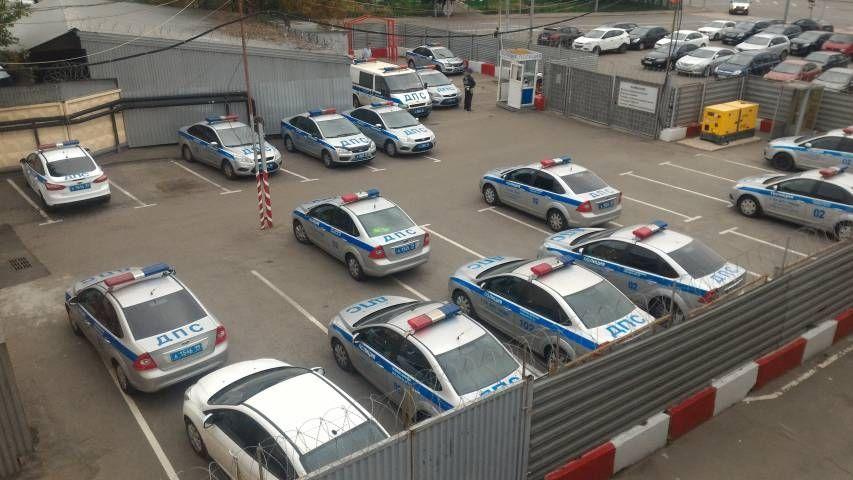ГИБДД нашла водителя, прокатившего на капоте журналиста во Владивостоке
