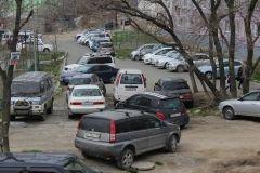 Жительница Владивостока нарвалась на скандал, отказавшись платить за место на нелегальной парковке