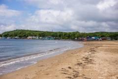 Водитель Mitsubishi Delica удивил посетителей пляжа в Приморье