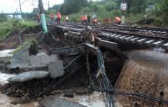 Помощи не было: пассажиры поездов, застрявших на перегоне в Приморье, оказались в заложниках стихии
