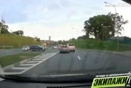 «Давай, сделай его»: дерзкого водителя «двухсотки» проучили во Владивостоке
