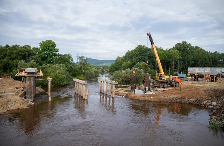 Строительство важного моста в Приморье завершится в этом году