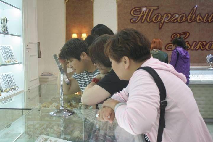 Турист из Китая обокрал ювелирный во Владивостоке