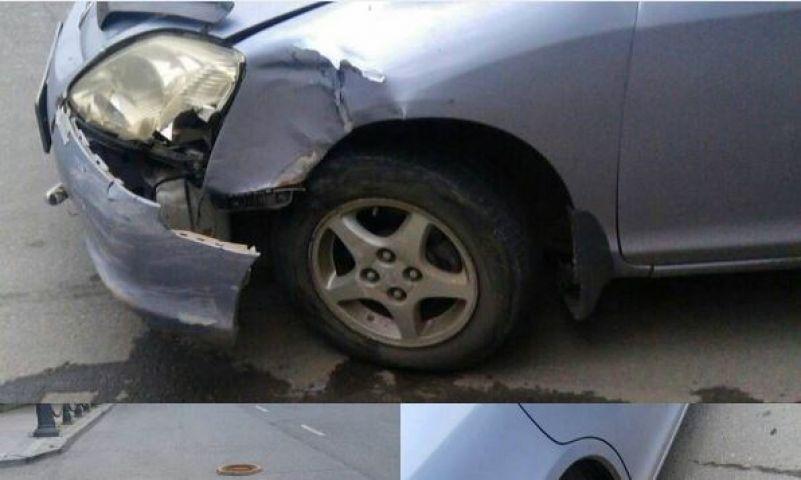 Житель Владивостока разбил машину, угодив в открытый люк в центре города