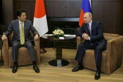 Премьер Японии рассказал, куда хочет пригласить Путина