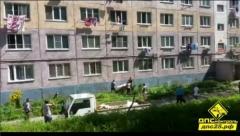 Во Владивостоке ребенок едва не выпал из окна третьего этажа