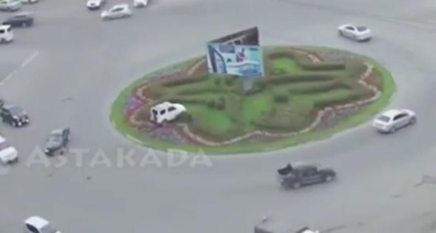Во Владивостоке в результате ДТП автомобиль вспахал клумбу
