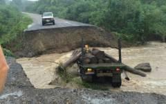 Смытую дождем дорогу восстанавливают специалисты в Приморье