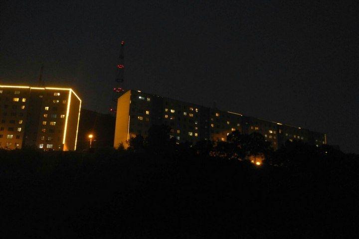 Молния сожгла архитектурную подсветку на доме во Владивостоке