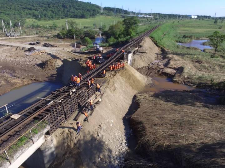 В Приморье восстановительные работы на железной дороге идут в круглосуточном режиме