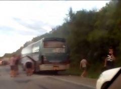 Рейсовый автобус загорелся на федеральной трассе в Приморье