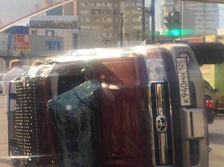 Перевернувшийся набок джип стал причиной одной из пробок во Владивостоке