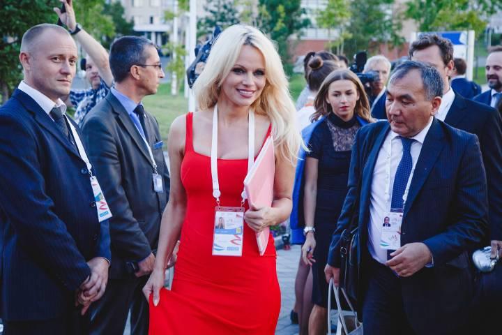 Памелу Андерсон снова ждут во Владивостоке на ВЭФ