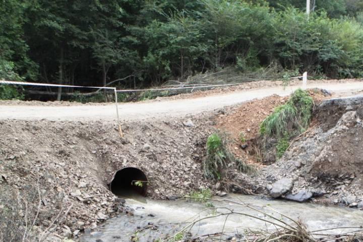 Смытую дождем дорогу в Приморье восстановили