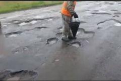 Мэрия Владивостока: укладка асфальта в дождь - это норма