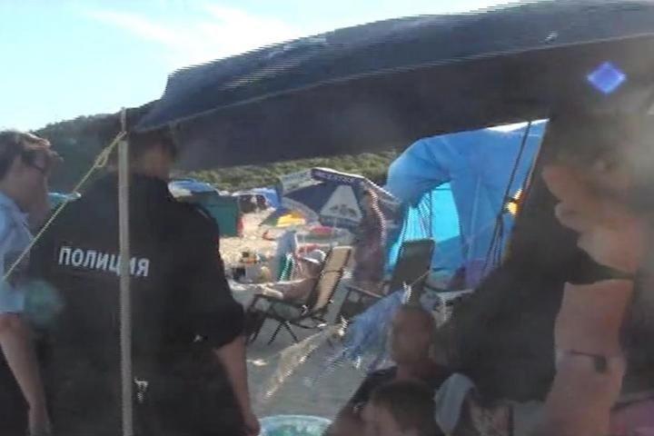 На пляжах Ливадии с отдыхающих брали деньги ни за что