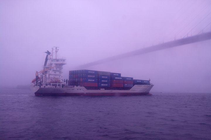 Эвакуированный с судна в Японском море экипаж вернулся на борт