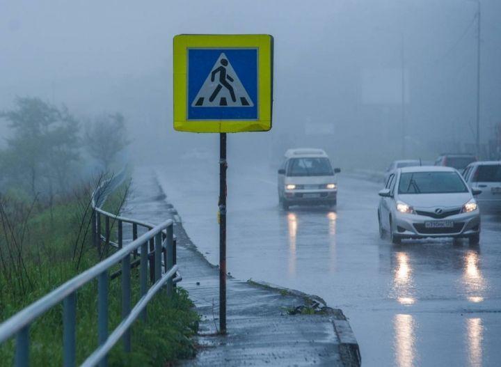 Штормовое предупреждение продолжает действовать в Приморье из-за надвигающегося тайфуна