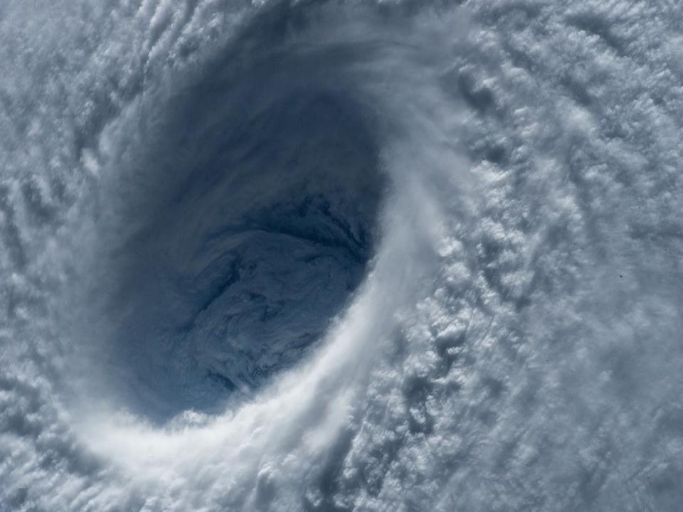Разрушительный тайфун, прошедший мимо Владивостока, поверг в ужас жителей Гонконга (видео)