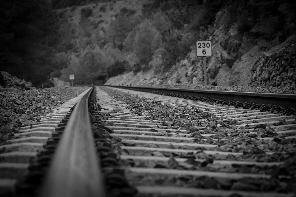 В Приморье подростки украли около тонны железнодорожных деталей
