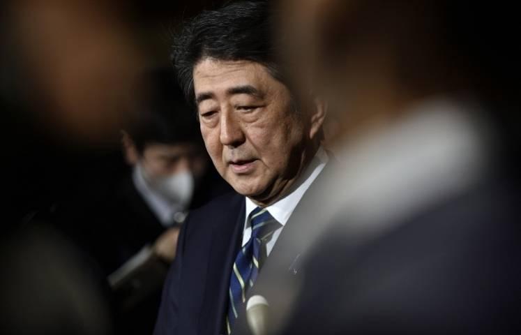 Премьер Японии торопится покинуть Африку из-за тайфуна «Лайонрок»