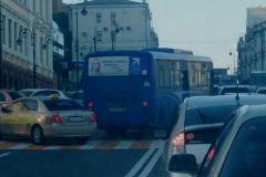 Водитель автобуса № 60 выехал на «встречку» у ж/д вокзала