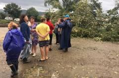 Руководитель общественных приемных губернатора помогает пострадавшим от тайфуна