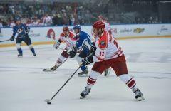 Звезды хоккея собрали почти 700 тысяч рублейдля пострадавших от тайфуна приморцев